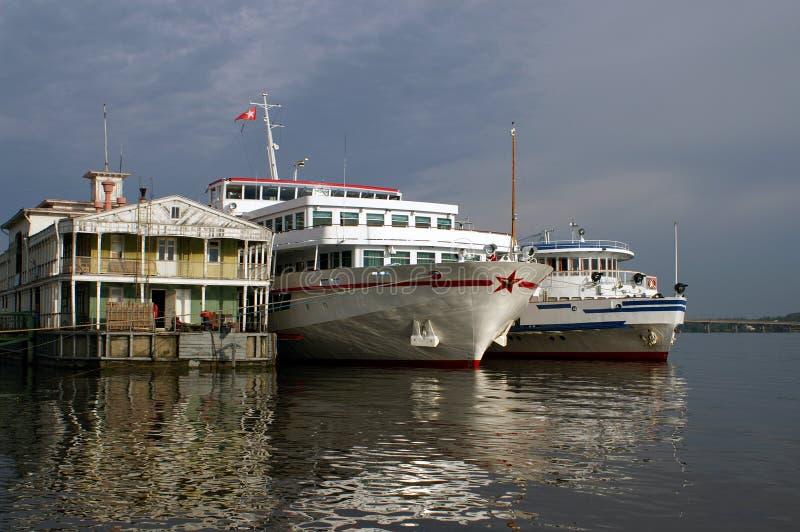 Pilier et bateaux photo libre de droits