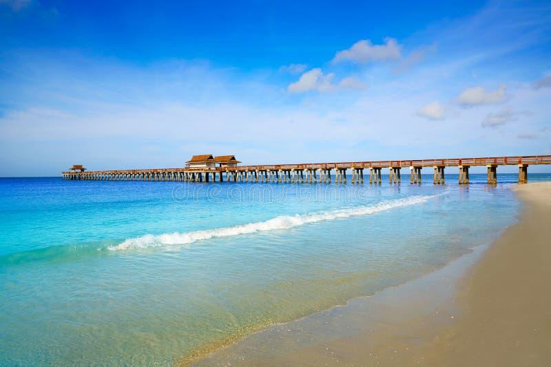 Pilier et plage de Naples en Floride Etats-Unis images libres de droits