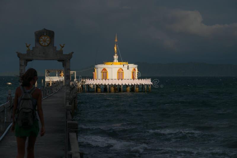 Pilier menant à la pagoda images libres de droits