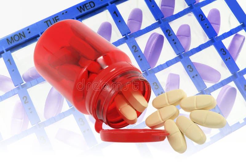 Pille-Kasten und Flasche Tabletten stockbild