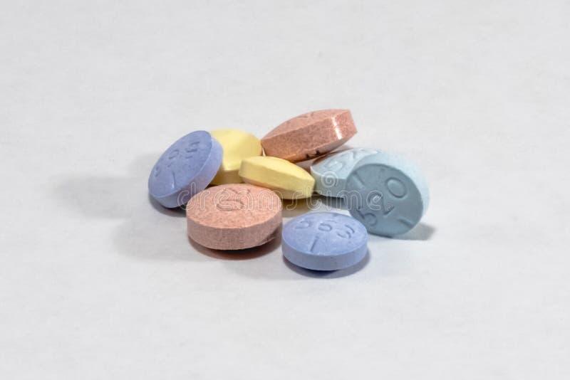 Pillen in einem Stapel stockbilder