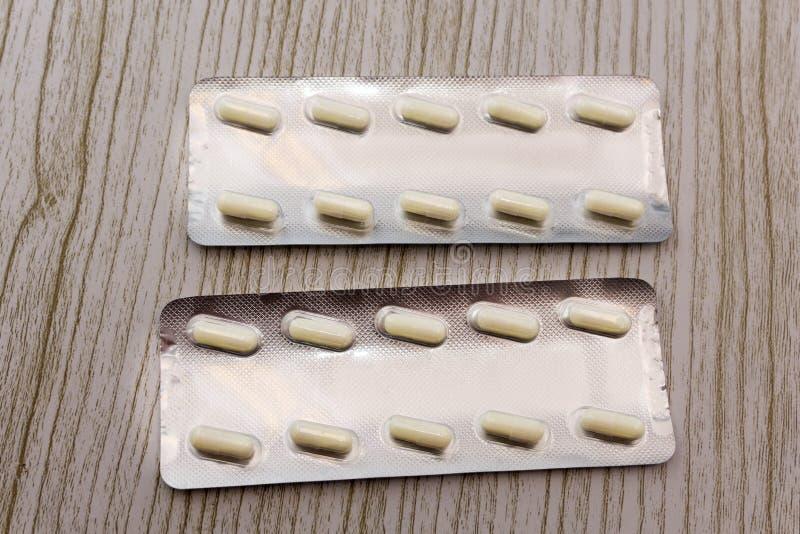 Pillen in einer Blisterpackungsnahaufnahmeentlastung lizenzfreie stockfotografie