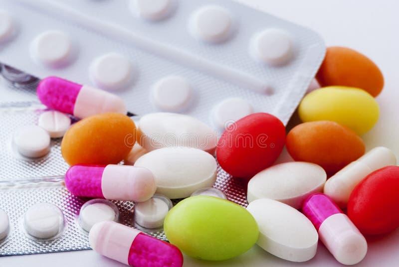 Pillen en capsules stock afbeeldingen