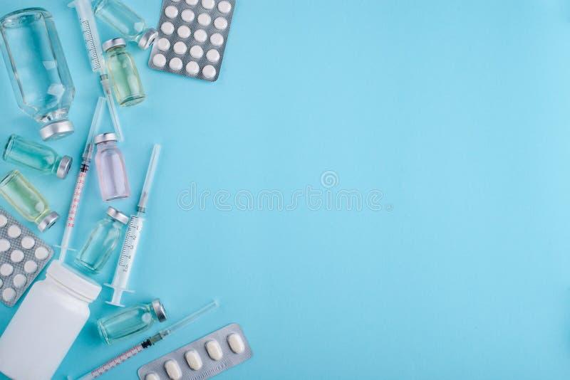 Pillen en flesjes geneeskunde stock afbeeldingen