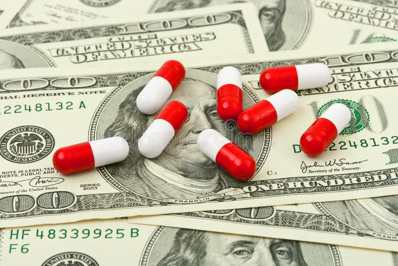 Pillen en geld royalty-vrije stock foto