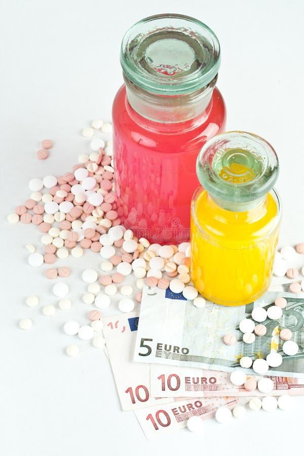 Pillen en geld, concept royalty-vrije stock fotografie