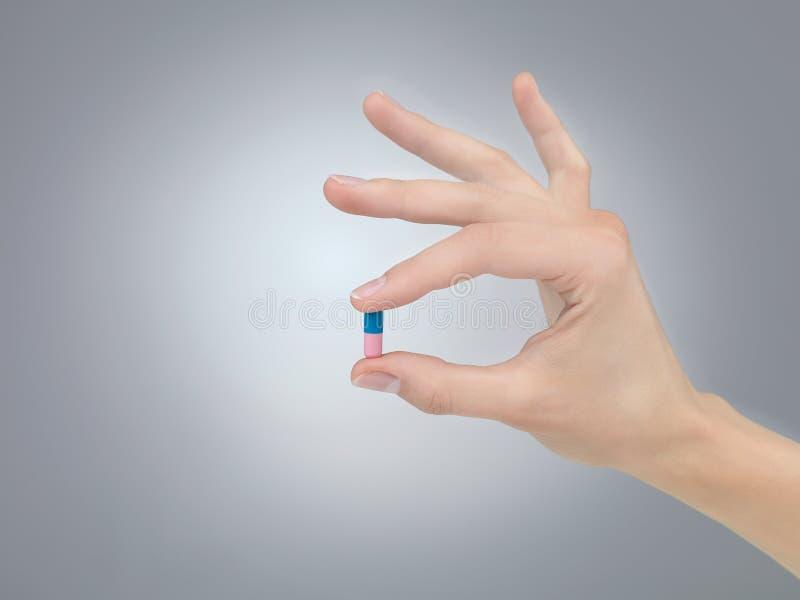 Pillen fingrar in royaltyfria foton