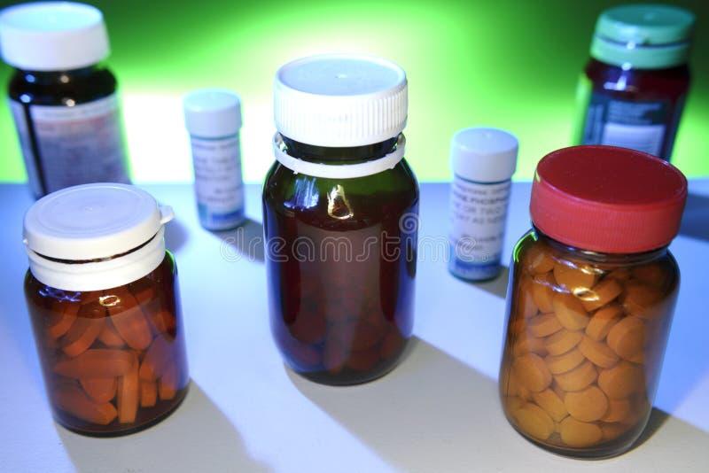 Pillen in Flessen royalty-vrije stock afbeeldingen