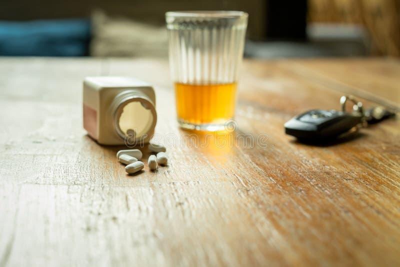 Selbstmordkonzept Mit Medizin Und Alkohol Stockbild - Bild