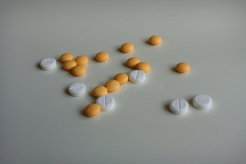 Piller och minnestavlor - genom att använda eller genom att inte använda arkivfoton