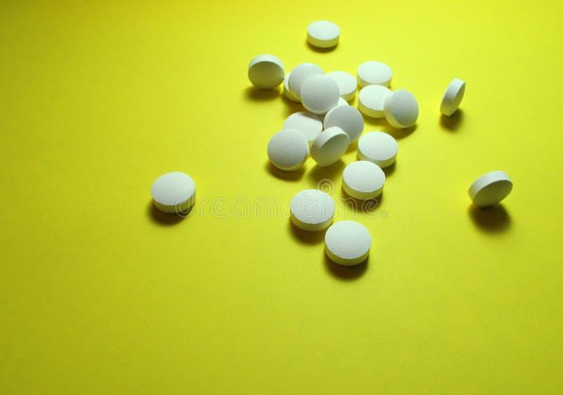 Pillole bianche della medicina fotografie stock libere da diritti
