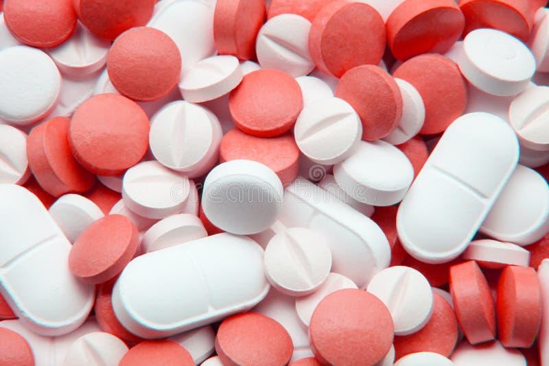 Pillole bianche e rosse fotografie stock libere da diritti