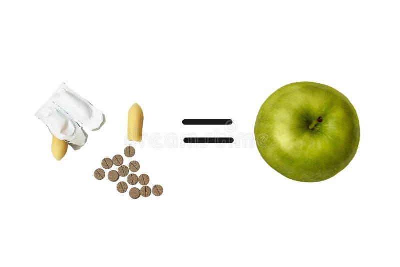 Pillole e supposte per costipazione e una mela Segno uguale fotografia stock libera da diritti