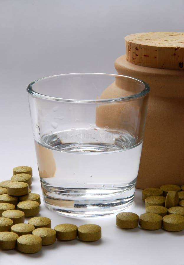 Pillole ed acqua fotografia stock libera da diritti