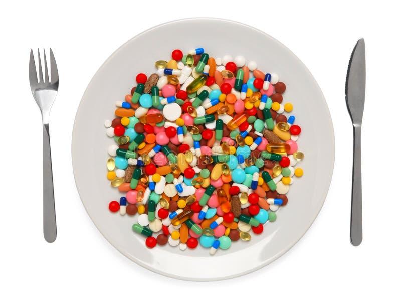 Pillole servite da pasto sano fotografia stock