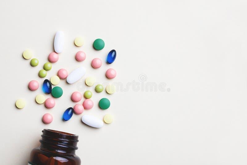 Pillole variopinte, capsule e compresse della medicina fotografia stock libera da diritti