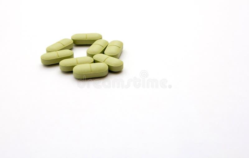Pillole verdi su un fondo bianco fotografia stock