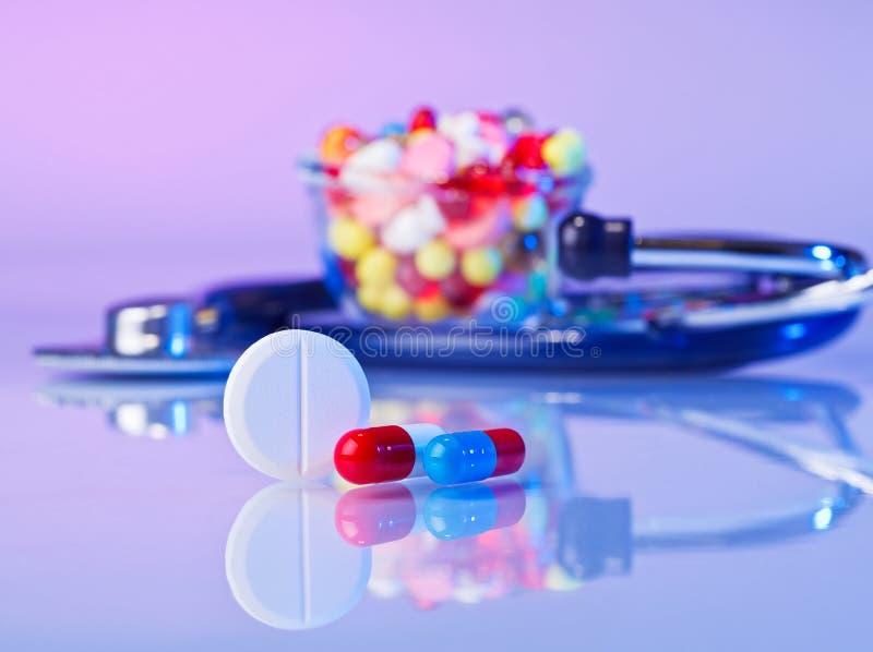 Pills och tabletsmakrostilleben arkivfoton