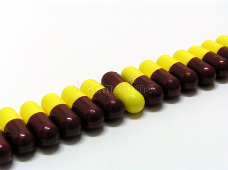 Download Pillules image stock. Image du brun, capsules, maladie, penchant - 65125