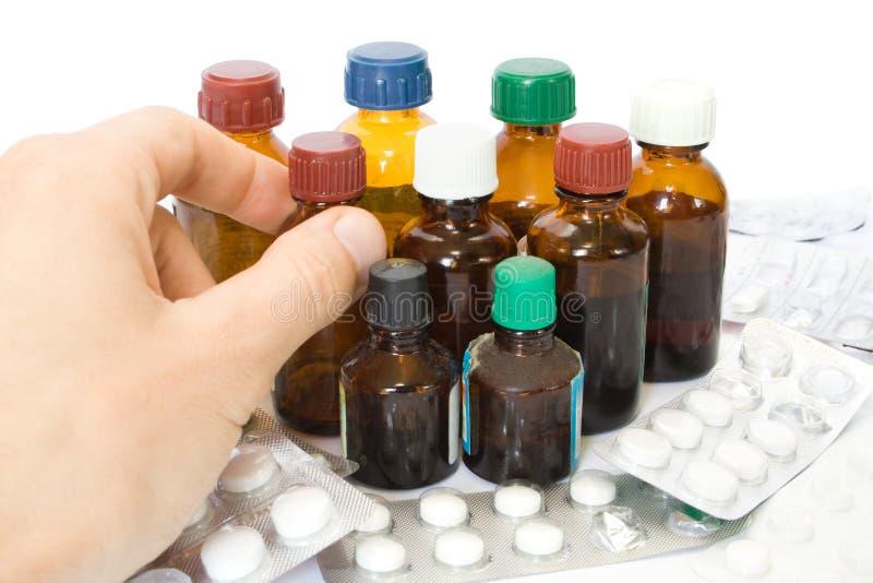 pillules de médecine de main de bouteilles images libres de droits