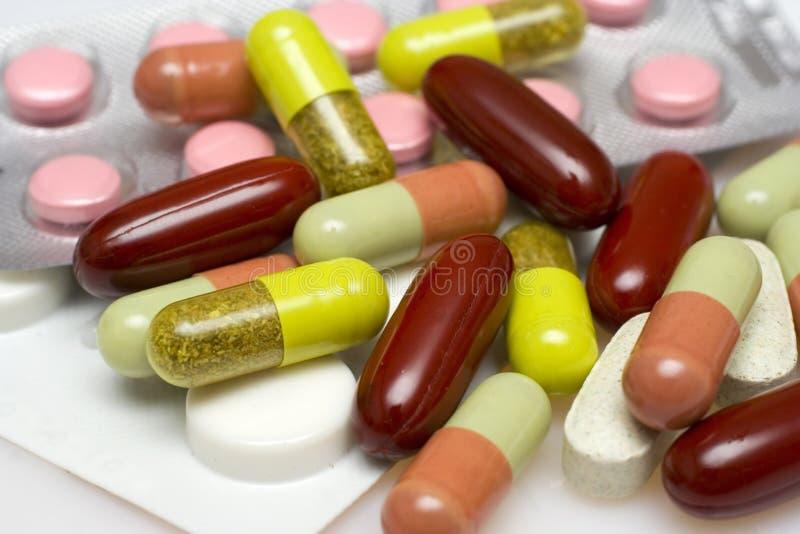 Pillules et capsules image stock