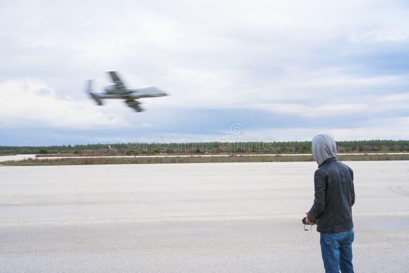 Piloci zdalnie sterowany wzorcowi samoloty zdjęcie stock
