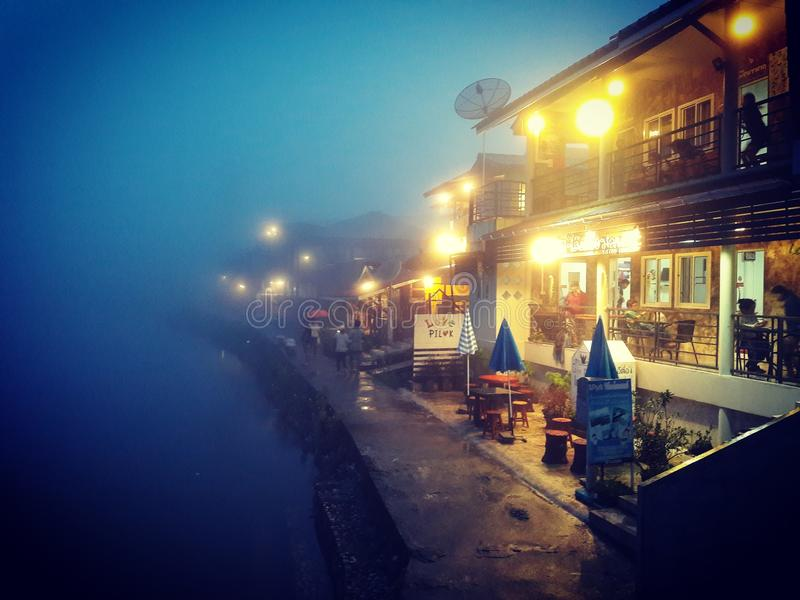 Pilok-Stadt im Nebel stockfoto