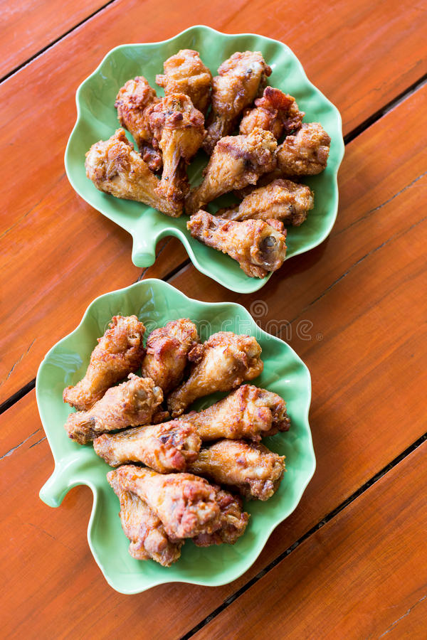 Download Pilon de poulet frit photo stock. Image du rapide, repas - 56485526