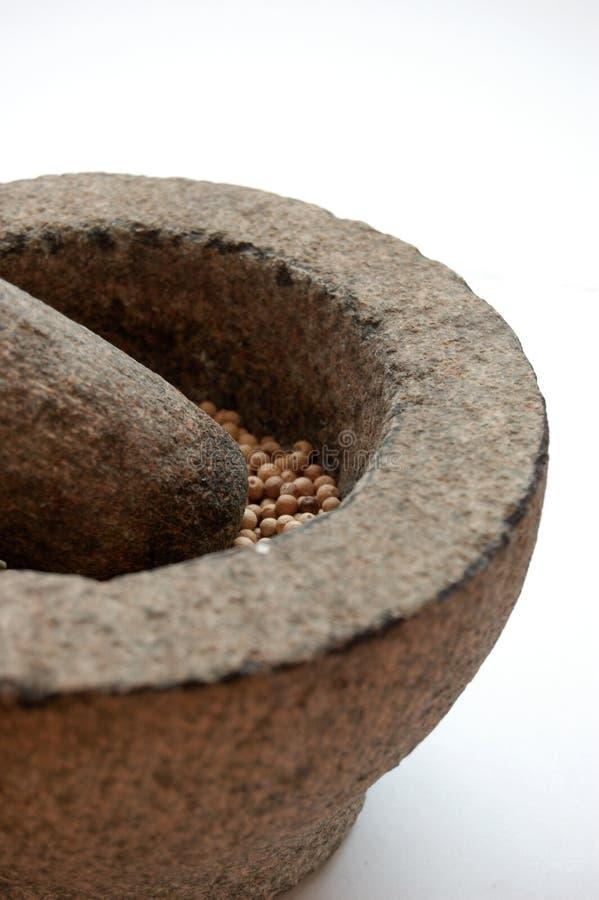 pilon et mortier avec le poivre photos stock