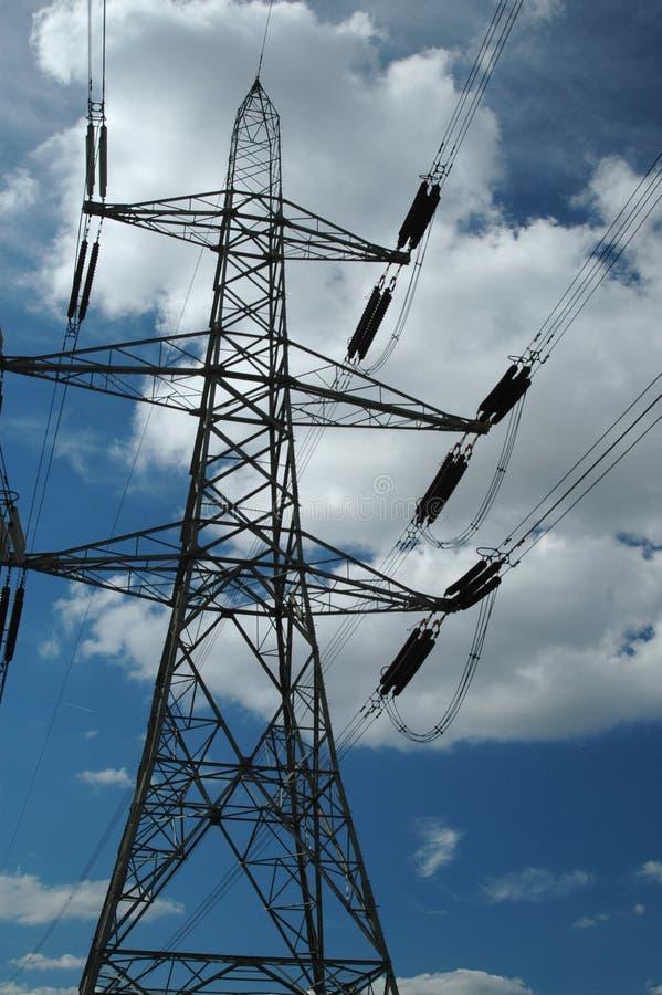Pilone di elettricità e cavi elettrici fotografia stock