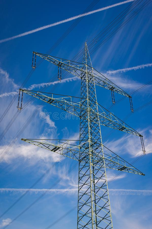 Pilones de alto voltaje del poder imagen de archivo