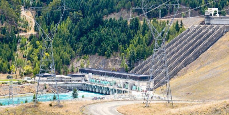 Línea de transmisión hidráulica del generador de poder pilones fotos de archivo