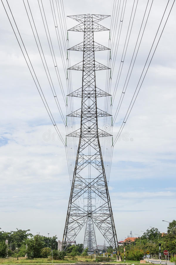 Piloni di elettricità immagine stock