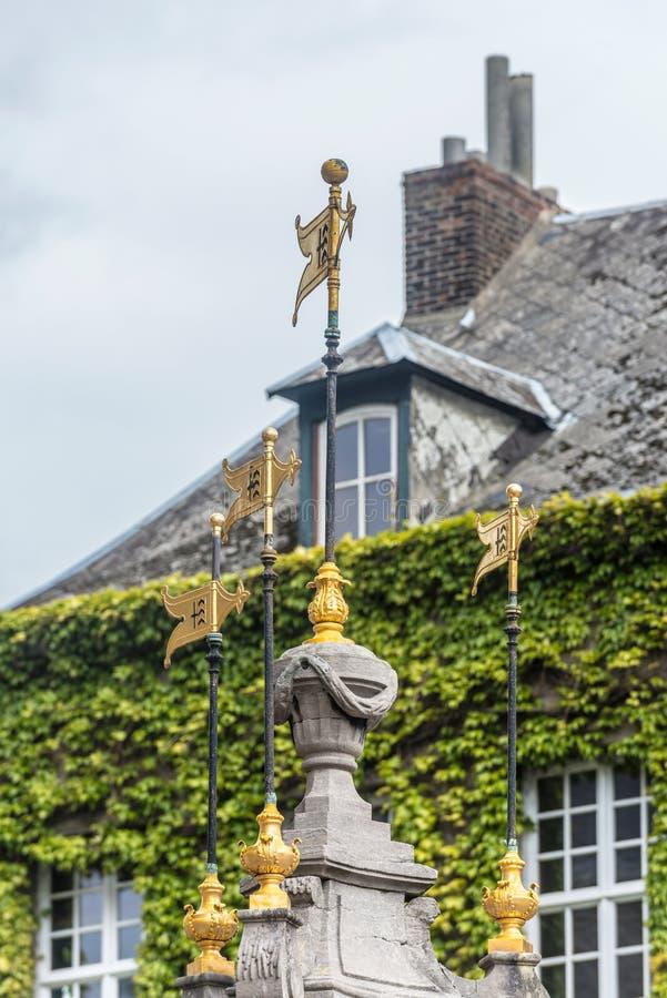 Pilory Well fontanna w Mons, Belgia zdjęcie royalty free