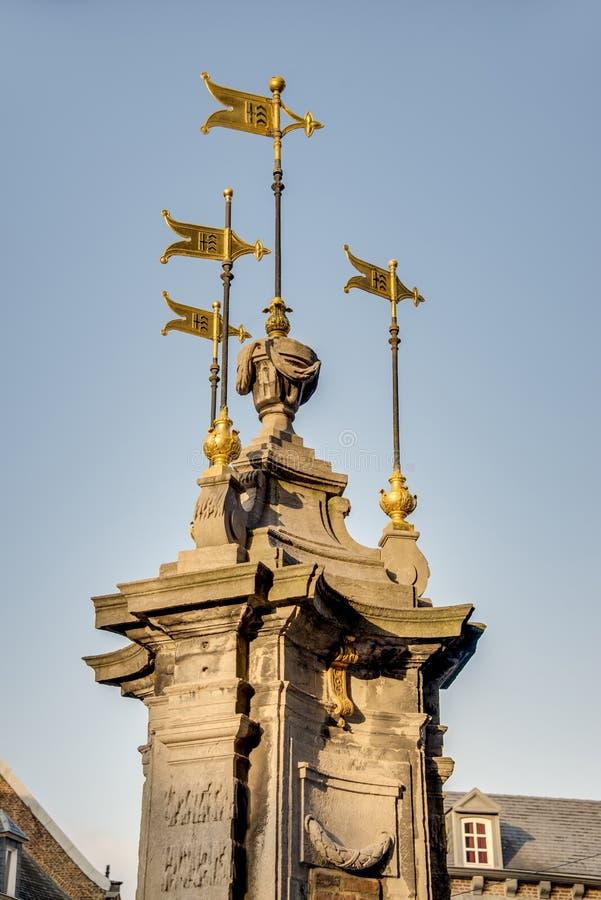 Pilory Well fontanna w Mons, Belgia zdjęcia stock