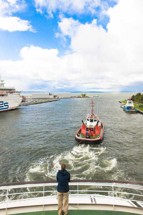 Download Pilot boat moves cruiser editorial stock image. Image of current - 34140989