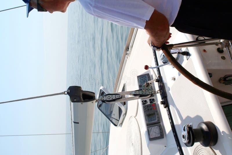 Pilote au delà de la direction de yacht photos libres de droits