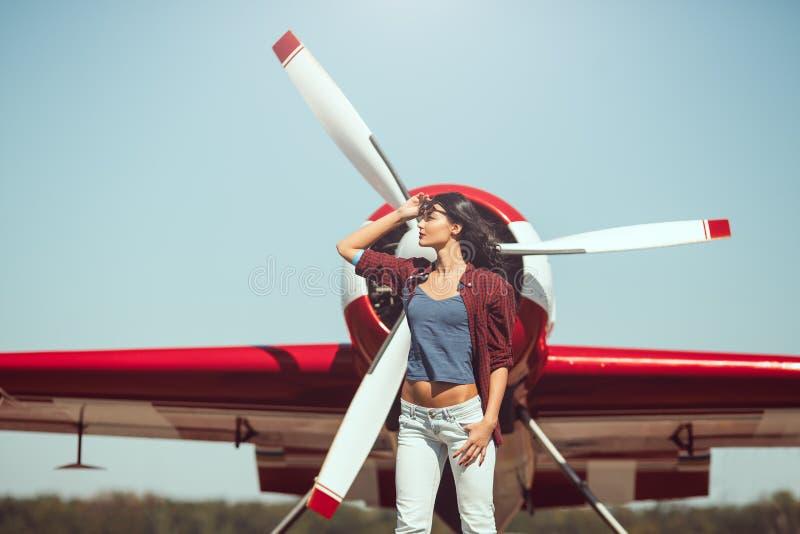 Pilote et avion de femme photos libres de droits