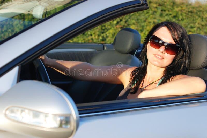 Piloter de jeune femme images stock