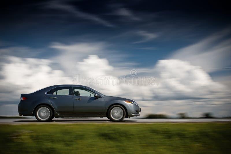 Piloter de véhicule rapidement. images libres de droits