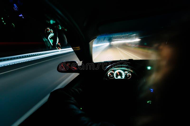 Piloter la nuit image libre de droits