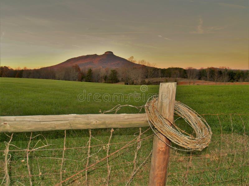 PilotMountain State Park solnedgång royaltyfria foton