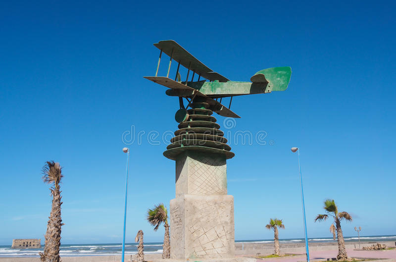 Piloto Antoine de Saint-Exupery do monumento da aviação, em Tarfaya, Marrocos imagem de stock