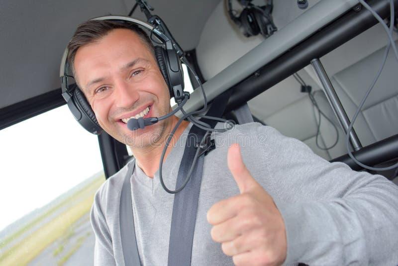 Piloto com o polegar aumentado fotos de stock royalty free