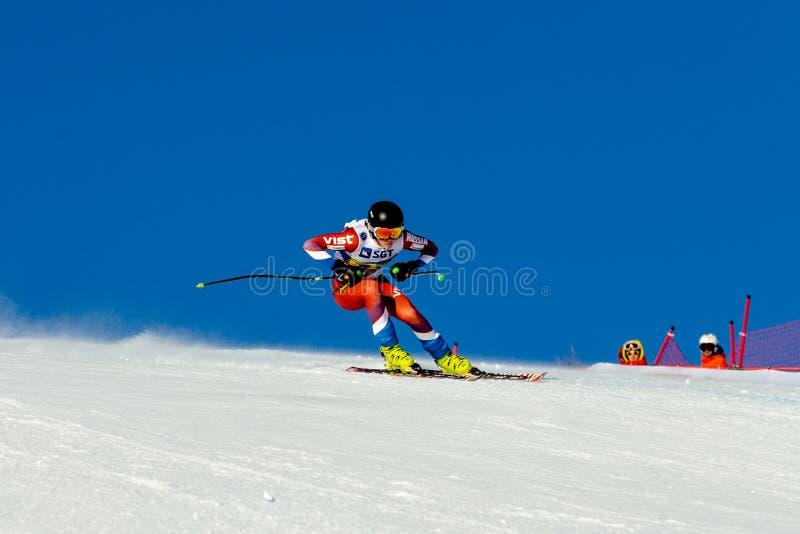 piloto do atleta dos homens no esqui em declive durante o esqui alpino do campeonato nacional foto de stock royalty free