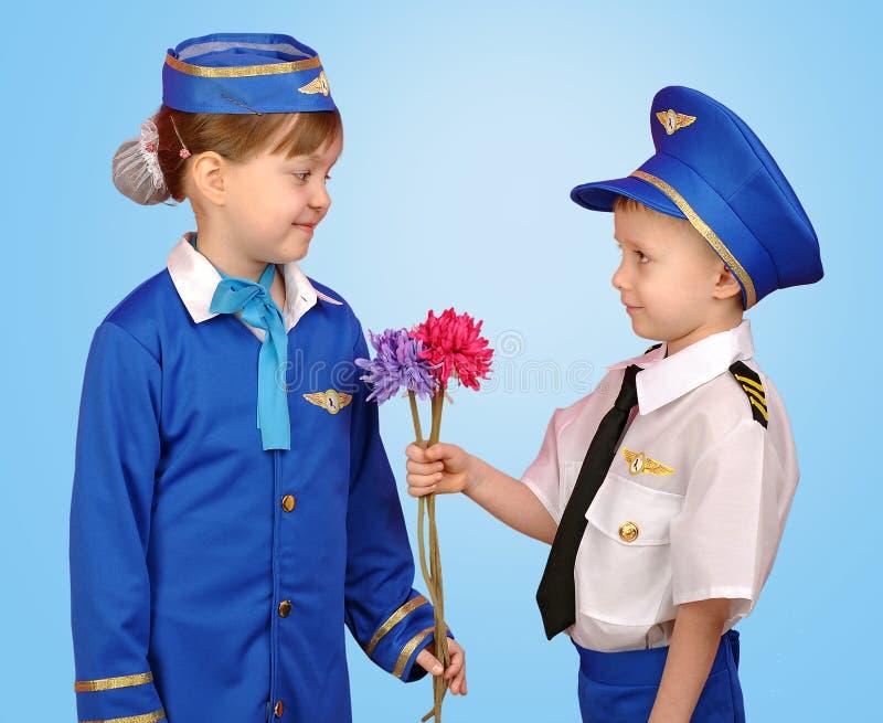 Piloto e comissária de bordo pequenos fotografia de stock royalty free