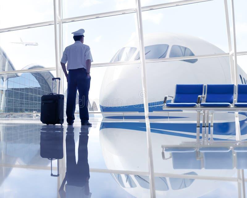 Piloto Waiting en el aeropuerto fotografía de archivo