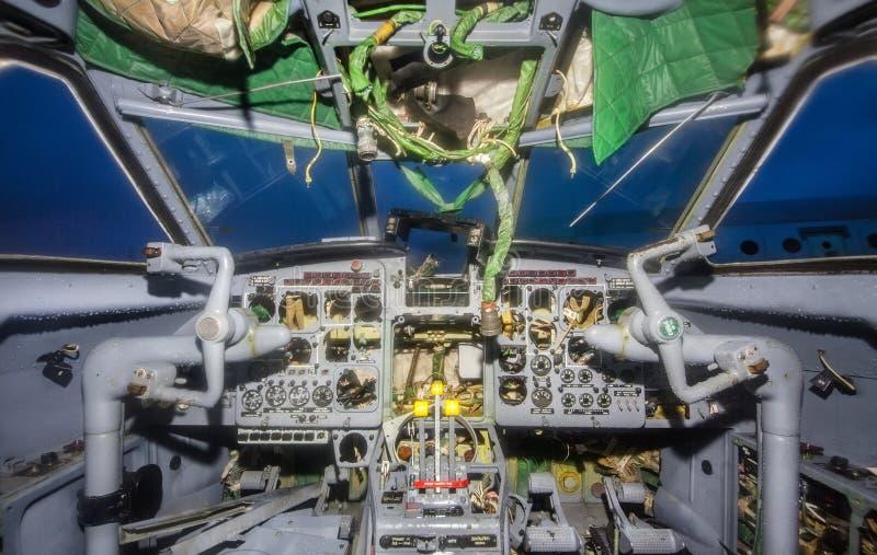 Pilotos quebrados de la carlinga de un avión de pasajeros fotografía de archivo libre de regalías