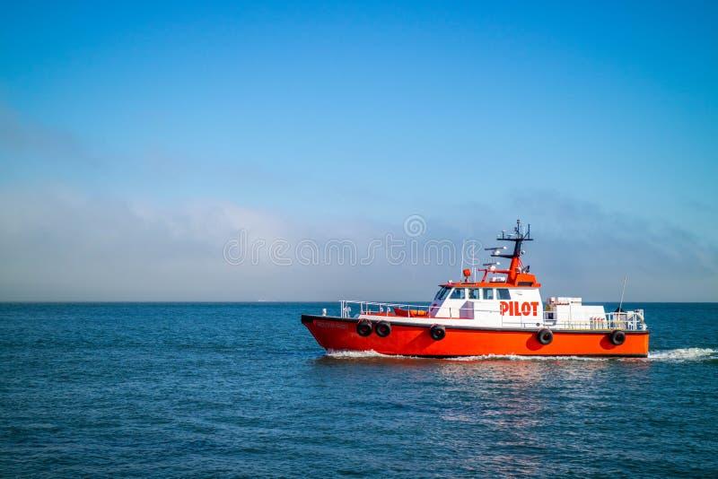 Pilotowej łodzi skrytka chroni teren w Alcatraz wyspie fotografia stock