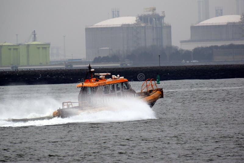 Pilotsboat marittimo per prendere un carico dal Northsea fotografia stock